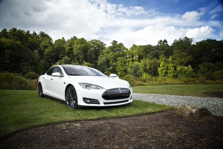 Tesla color blanco