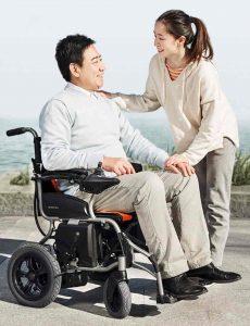 silla de ruedas eléctrica hombre