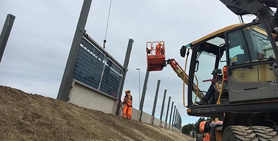 【Hito de la barrera de sonido solar a lo largo de la A50 en Uden 】